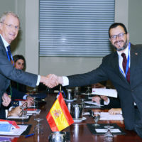 Minister Pedro Morenés (Minister of Defense, Spain) and Rodrigo Hinzpeter (Minister of National Defense, Chile) lead a bilateral discussion