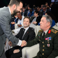 Jonathan Tepperman (Editor-in-Chief of Foreign Policy) shakes hands with Hulusi Akar (Commander of the Turkish Armed Forces)